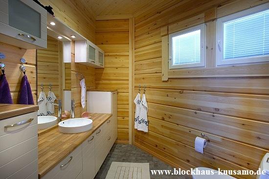 Echte Blockhäuser zum gesunden Wohnen und Leben - Gästebad im Blockhaus - Hausbau - Holzbau - Blockhausbau - Blockhäuser zum Wohnen