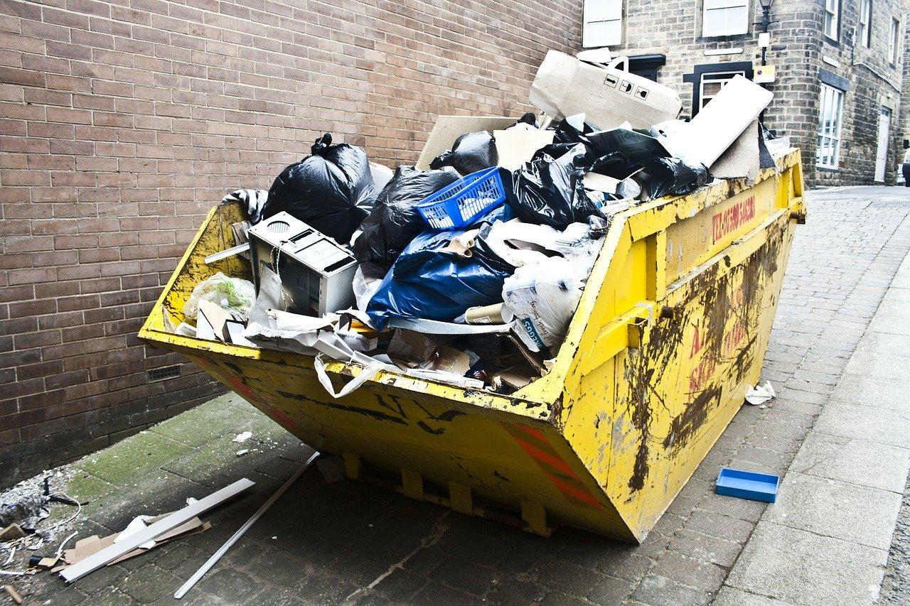 Wie man den Müll nach einer Sanierung oder Renovierung schnell beseitigt & die Räume effektiv säubert