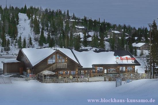 Blockhaus als Restaurant mit innovativer Energie- und Umwelttechnik - Massivholzhäuser
