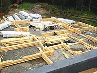 Bodenplatte  - Rundbohlenhaus - Blockhaus Bausatz - Montagebeginn