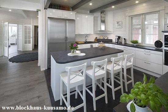Offene Wohnküche im Blockhaus