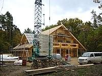 Rundbohlenhaus - Blockhausbau - Rohbau vor dem Richtfest - Massivholzhaus - Richtfest