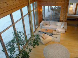 Panoramafenster im Blockhaus - Ökologisches Wohnen beginnt nicht erst bei den Möbeln, sondern schon vor Baubeginn _Hessen