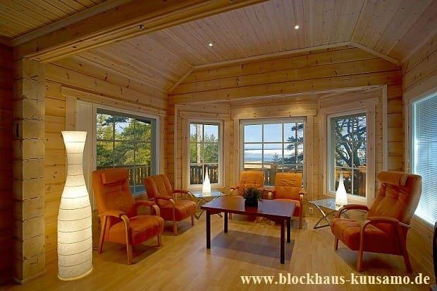 Ein ökologisches Holzhaus in Blockbauweise - fast hundertprozentig aus Holz - Bausatz - Energiesparhaus - Umweltfreundliches Nullenergiehaus - Allergikerfreundliches Niedrigenergiehaus - Klimaschonendes Landhaus in rustikaler Ausführung