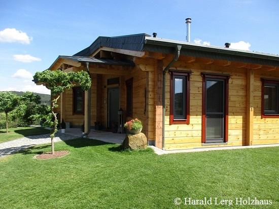 Elegantes Massivholzhaus