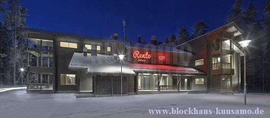 Hotel im Blockhaus im Winterkleid