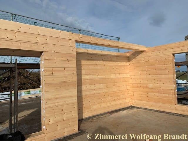 Blockhaus - Bauen - im Winter - Bayern - Holzhaus - Wohnhaus - Montage - Zimmerei