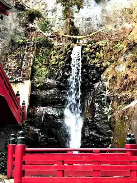 中野不動尊の不動滝