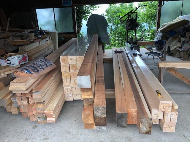 桧(ヒノキ)、杉などの材料