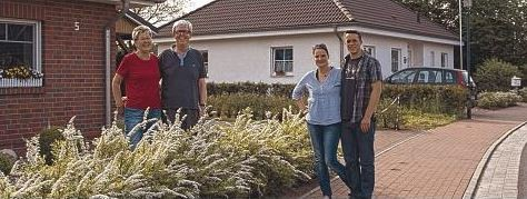 Gute Nachbarschaft: Helga und Hans Fischer (li.) mit Nicole und Dominik Götsche (re.).