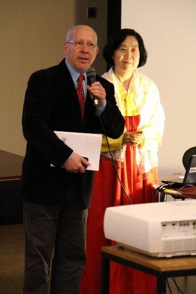 フランシスコ・ラランジョ教授(ポルト大)と朴南姫教授(慶北大学校)