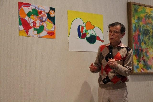 ポルト大のラランジョ教授作品と比較し、自作の線や平面性といった絵画性について語る