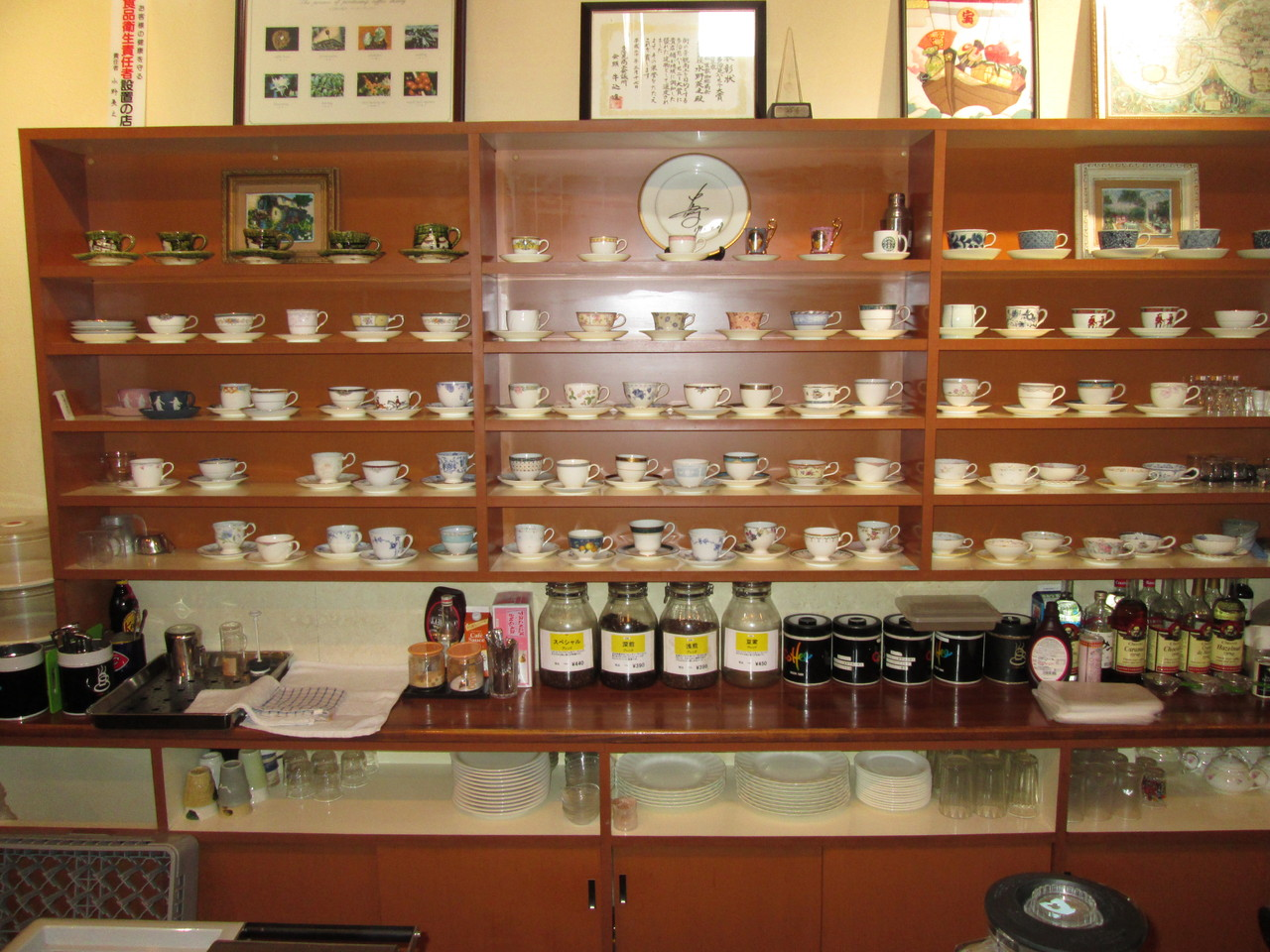 陶器のまちで珈琲好きが集まる喫茶店「豆家カフェ」はカップにもこだわります