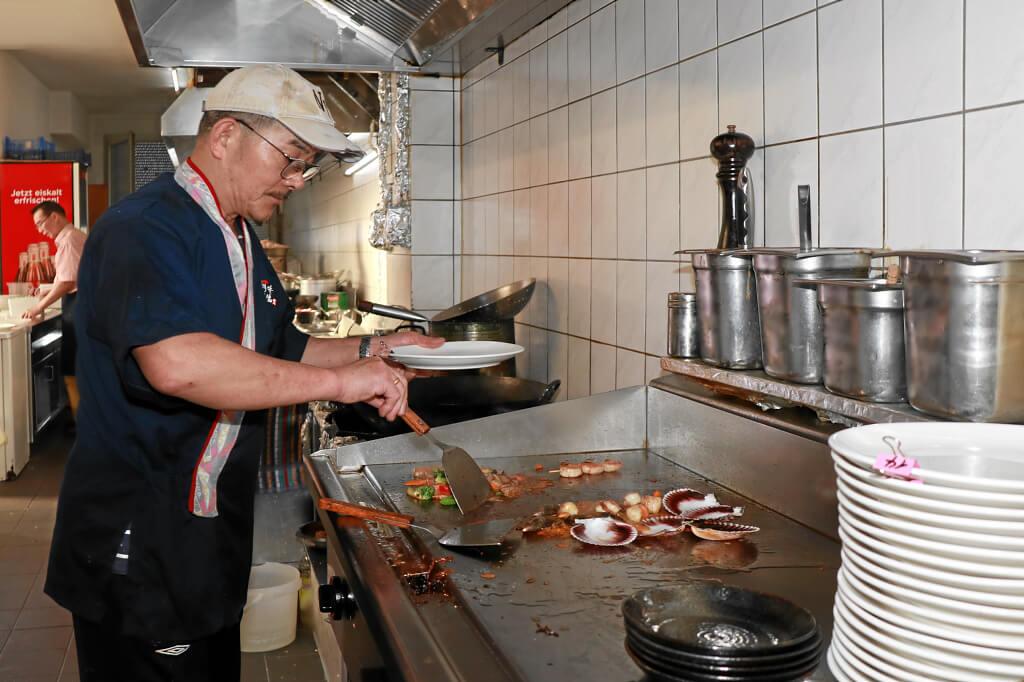 Teppanyaki-Spezialitätenkoch