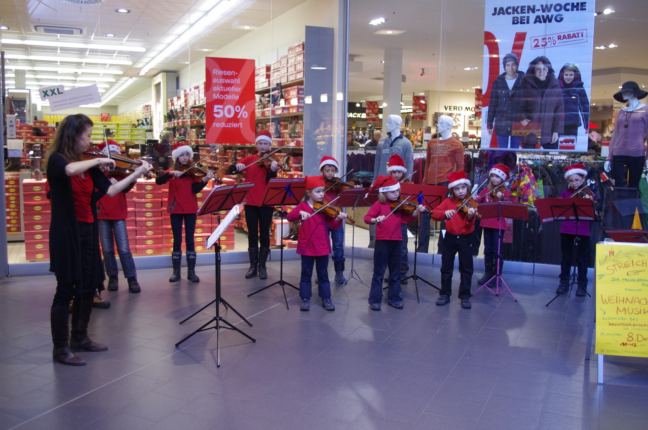 """Dezember 2012 - Benefizauftritt im Einkaufszentrum """"Ikarus"""""""