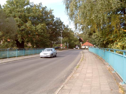 Eichhorst - Brücke über den Werbellin-Kanal (links die 600 Jahre alte Friedenseiche = Naturdenmkmal)