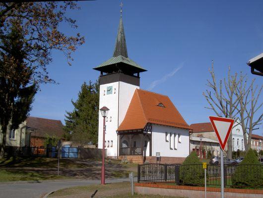 Kirche in Werbellin. - Sie ist den Autofahrern gewidmet.