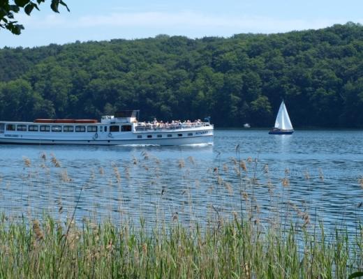 Werbellinsee - schön blau. Sehr sauberes Wasser mit bis zu 60m Tiefe. - Fahrgastschiff MS Altwarp.