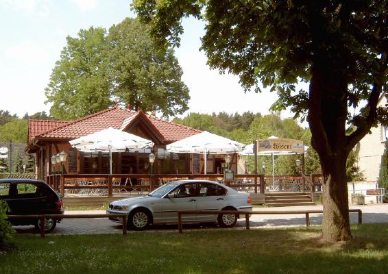 Eichhorst - Gasthaus zum Wisent, nebenan das kleine Büro der Tourist-Info