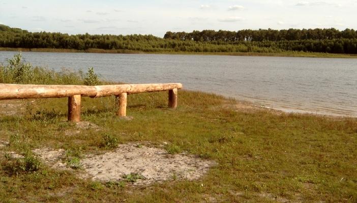 Großer Pinnowsee, Badestelle (kleiner Strand) / weicher schlammiger Sand, aber man sollte ohnhin hier auf das Baden verzichten (Naturschutz)