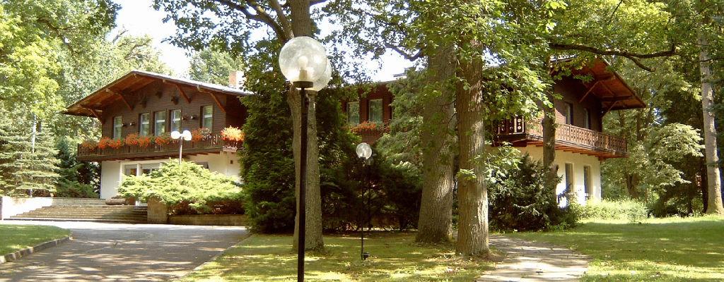 Zusatz-Foto --- Besserer Blickwinkel, fotografiert vom inneren Gelände.