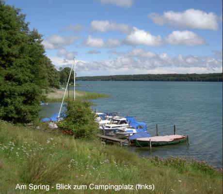 """Badewiese """"Am Spring"""". Blick etwas nach links Richtung Campingplatz. - Ort besteht nur aus wenigen Häusern und Campingplatz. - Auch nur der Name """"Spring"""" wird verwendet."""