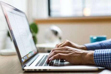 Writing blog posts on reyemsaibot.com