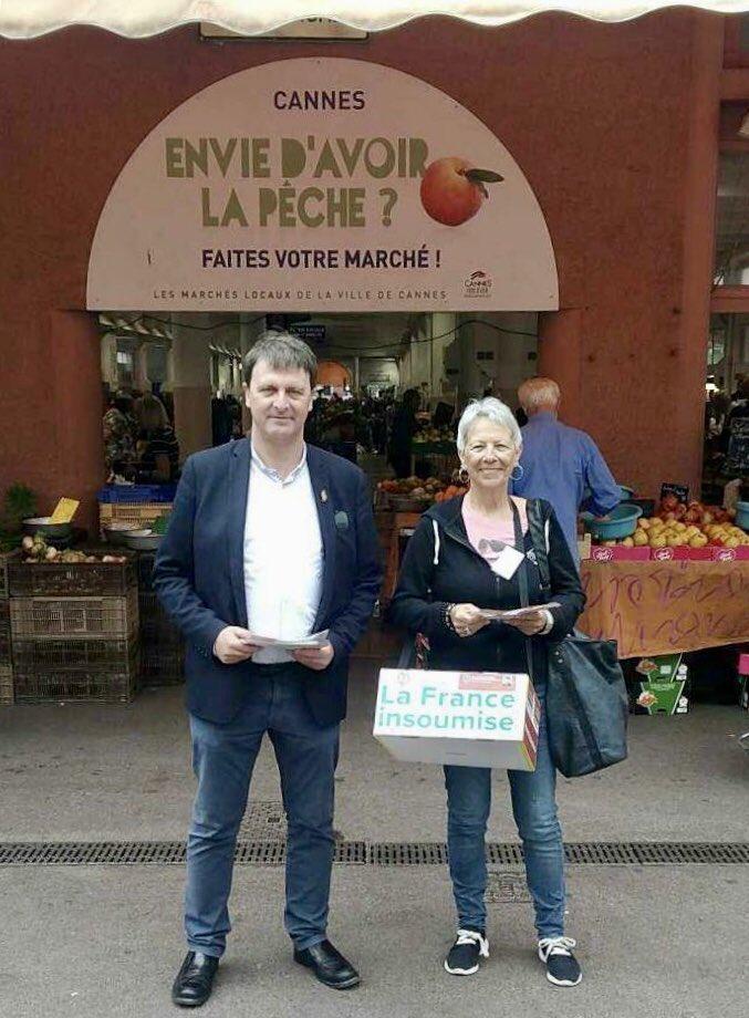 Distribution de tracts hier contre l'évasion et la fraude fiscale, en compagnie des insoumis locaux sur le marché de Forville à Cannes