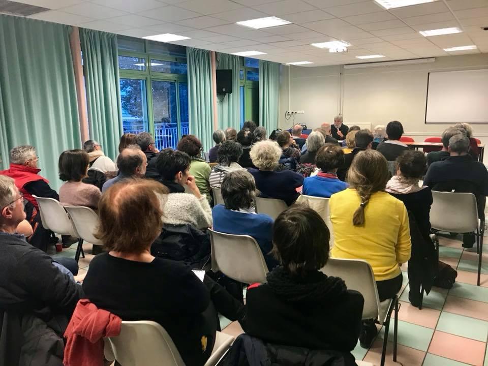 Pamiers, réunion autour de la loi Asile et immigration, animé par Christian Morisse LDH et RESF.