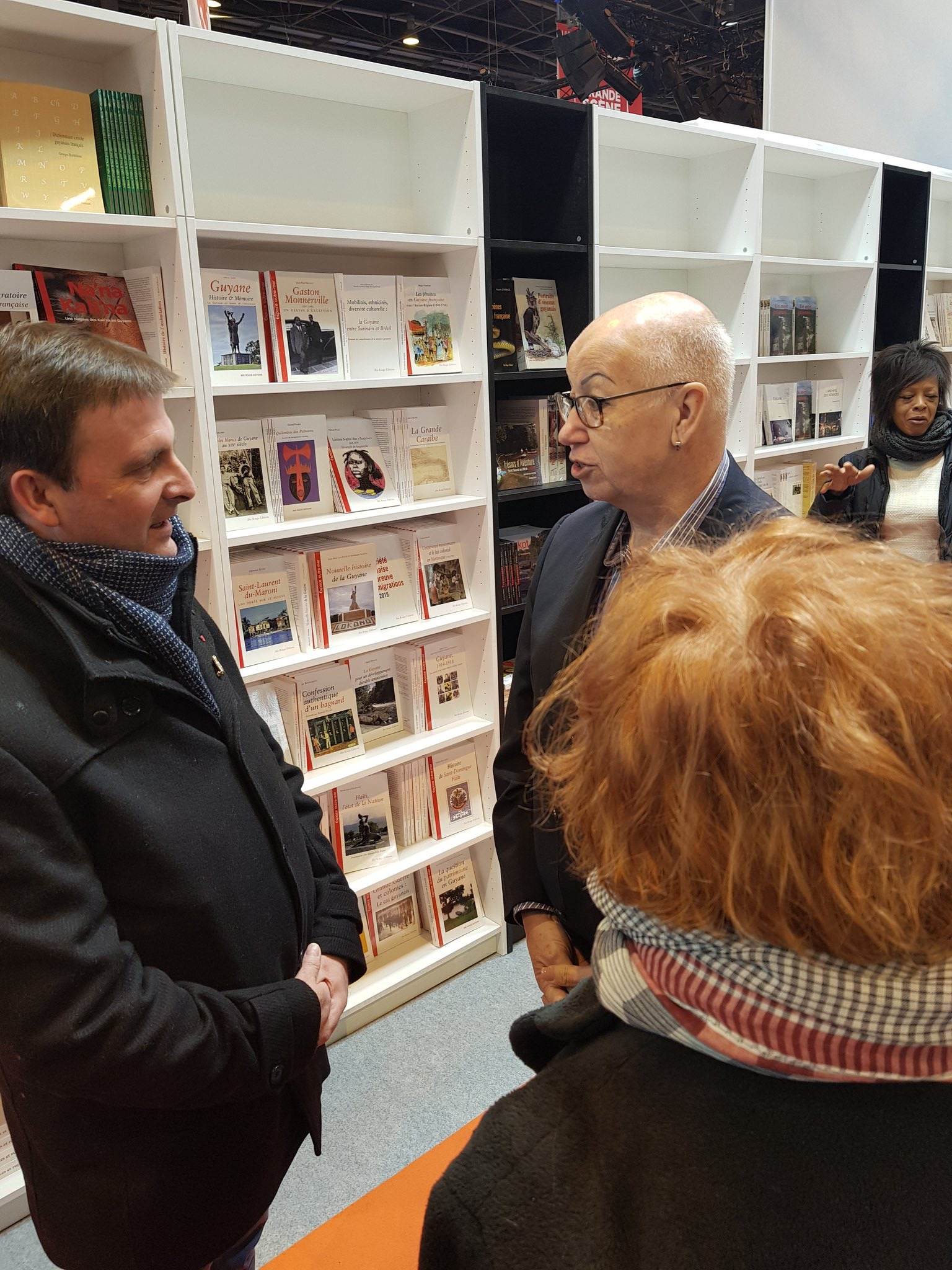 Rencontre sur le stand Ibis Rouge, maison d'édition littéraire amérindienne.