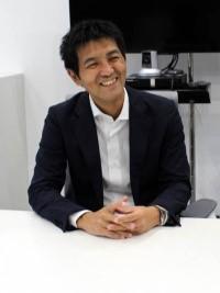 คุณฮิโรคัทสึ ซาโต้ ซึ่งทำงานอยู่ในแผนกกิจการต่างประเทศของบริษัทเมจิยาสุดะเซเม โดยเริ่มมาประจำอยู่ที่บริษัทไทยประกันชีวิตมาตั้งแต่ปี 2014