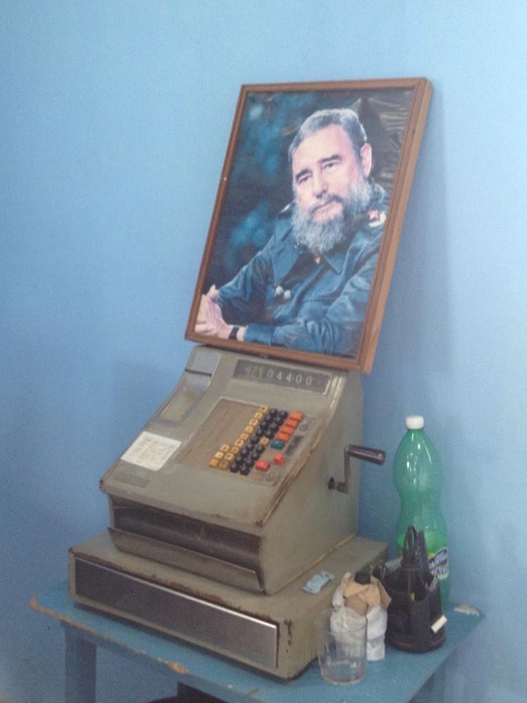 Allgegenwärtig: Señor Castro, hier im Büro eines Busfahrkartenverkäufers