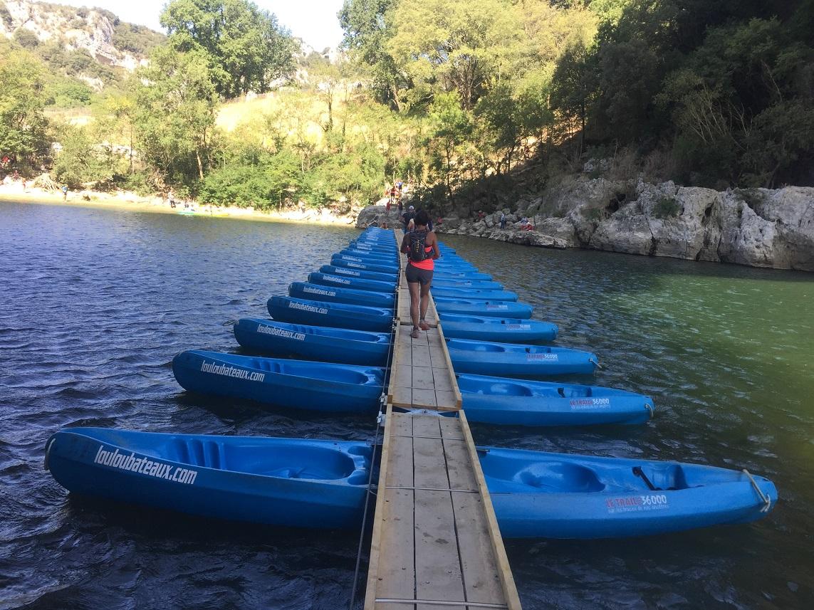 22-Aaah, voilà le fameux pont de canoës..