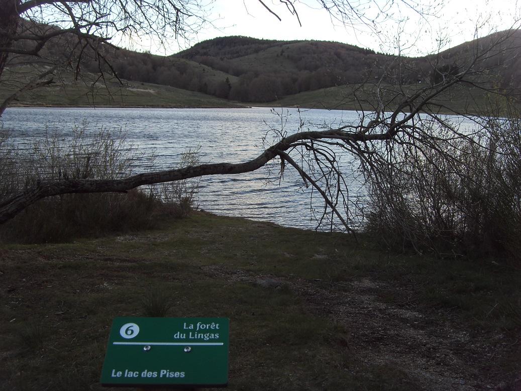 32-Passage par un joli lac, alors que la nuit tombe.. (20h04)