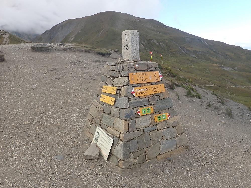 47-C'est le sommet du Grand Col Ferret et point culminant du périple (2530m)