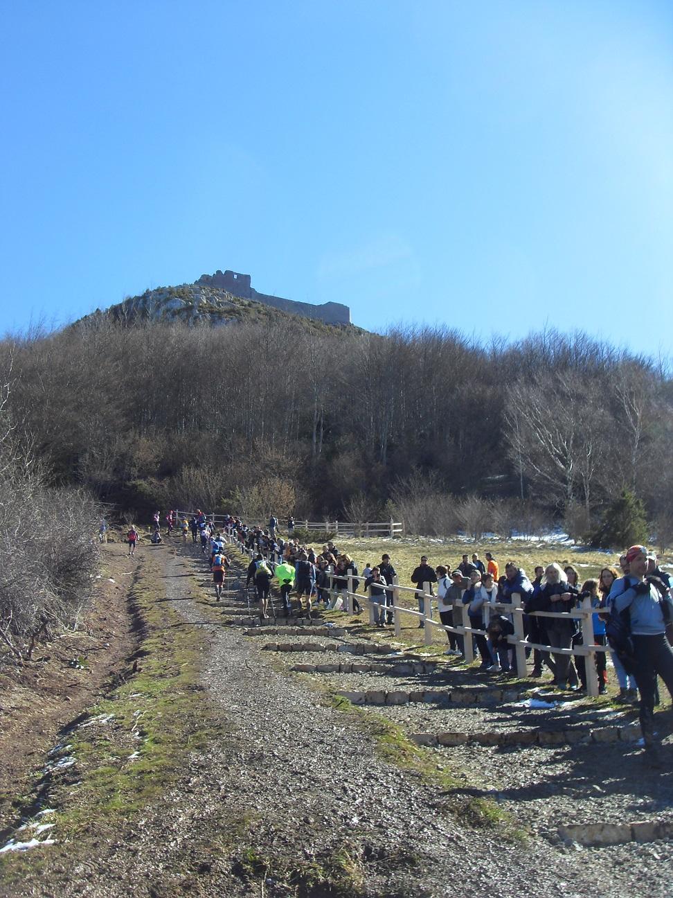 42-C'est le début de la rude montée de Montségur