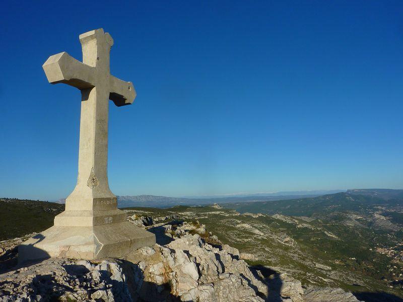 4-Le sommet avec la Croix du Garlaban