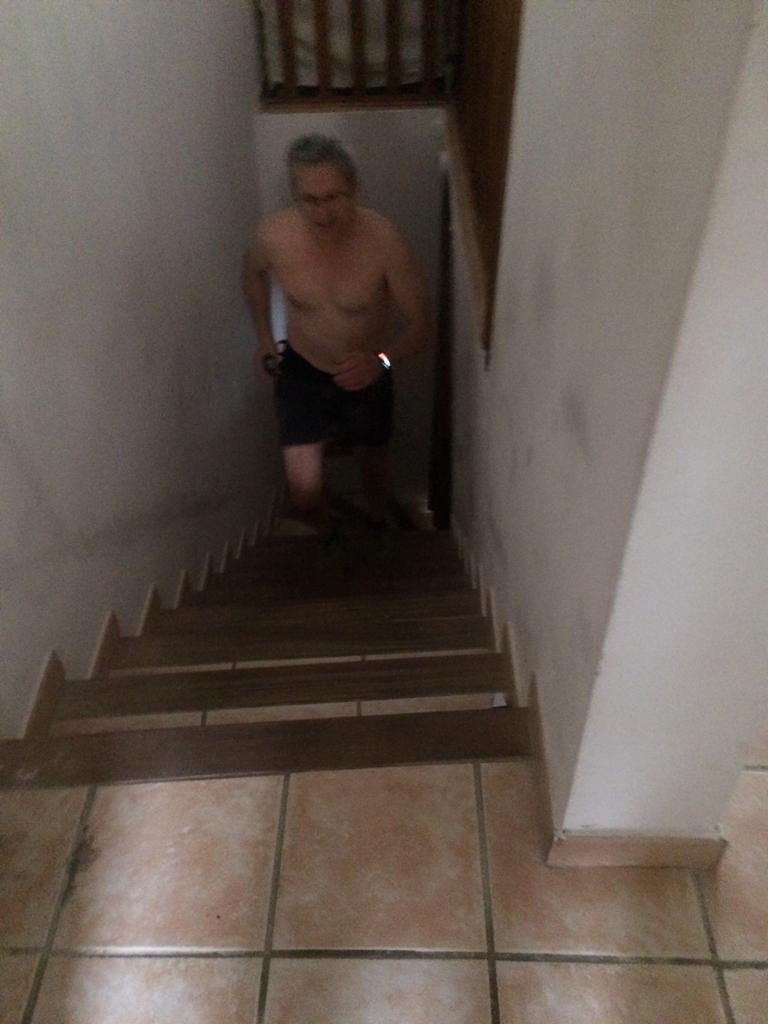 2-Daniel dans ses escaliers