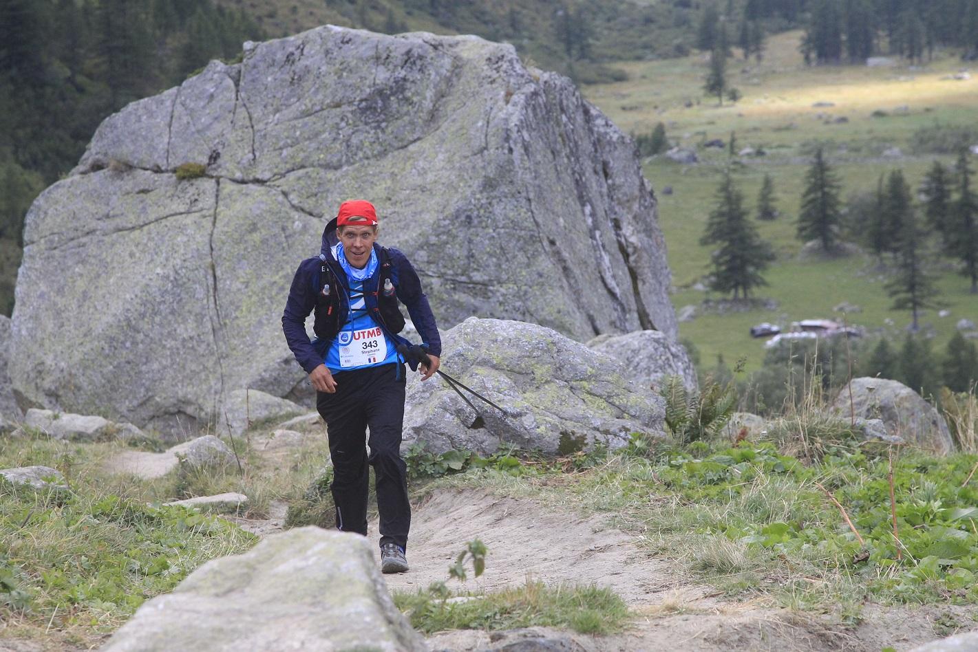 44-Tout bâché, je monte le Grand Col Ferret