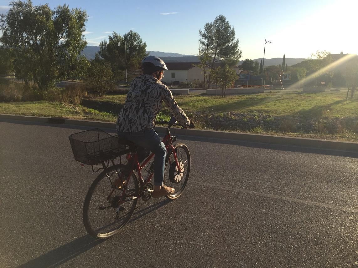 6-Il y a notre Queen aussi, et son vélo électrique