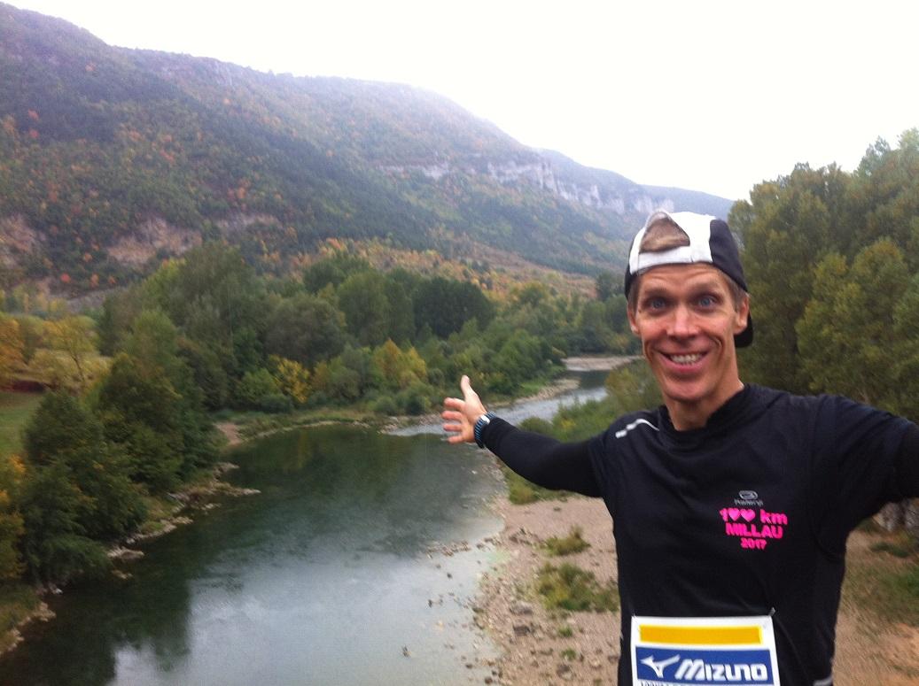 17-Au semi-marathon, on traverse le Tarn pour revenir sur Millau..