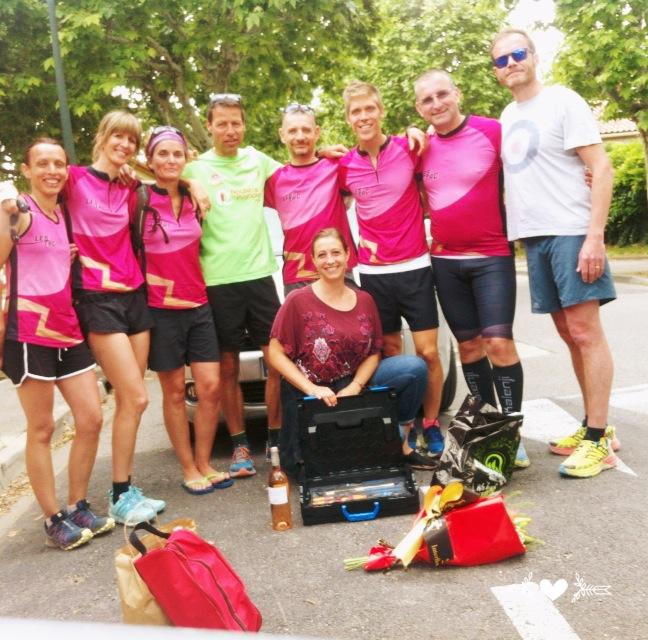 30-Et en rentrant sur Charleval, rencontre surprise avec les champions de Villelaure