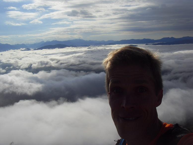 18-..Stef' plane au-dessus des nuages..