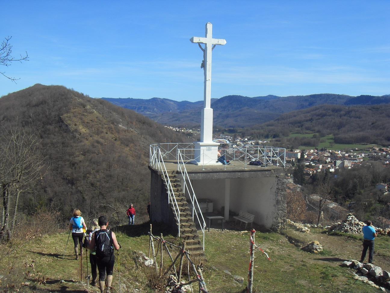 73-Aah, c'est la croix qui marque la fin.. de notre chemin de croix..