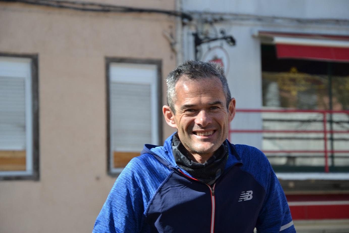 53-Il est 13h, Christophe a bouclé ses 40kms, il attend déjà à l'arrivée