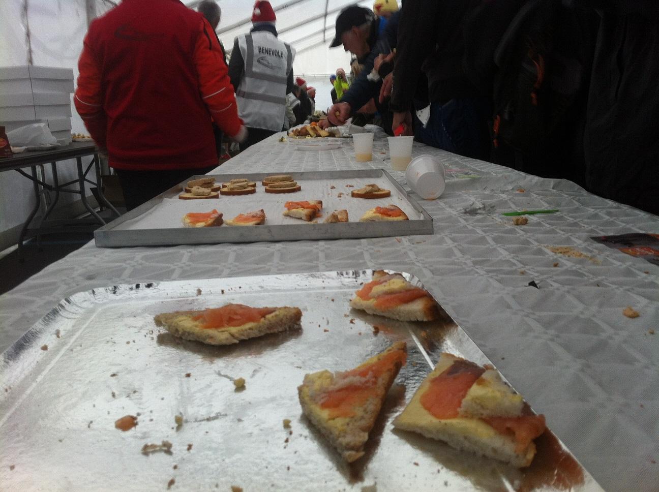 46-Le foie gras et le saumon sont pris d'assaut..