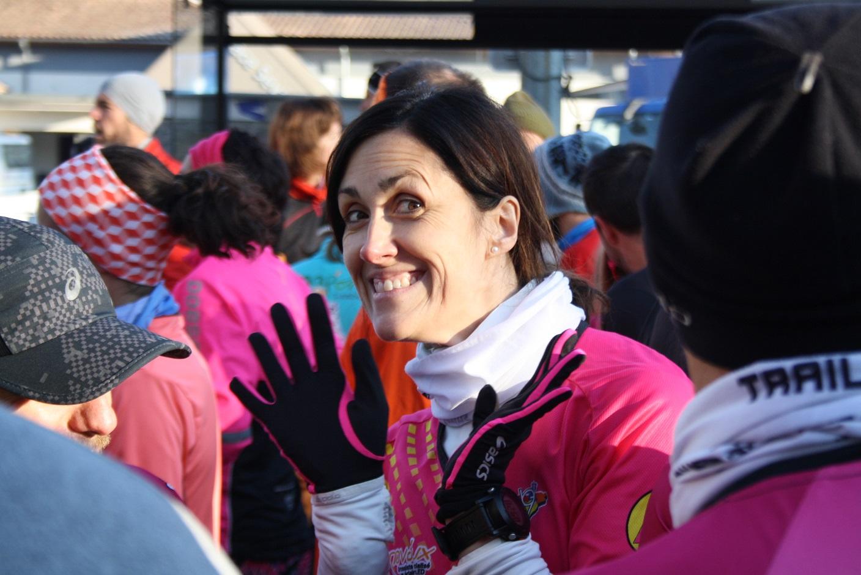 10-Marisol est tout sourire.. elle n'a pas froid aux mains..
