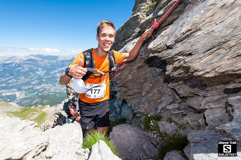 41-Le Blond lui passe au sommet du Chapeau de Gendarme (2670m)