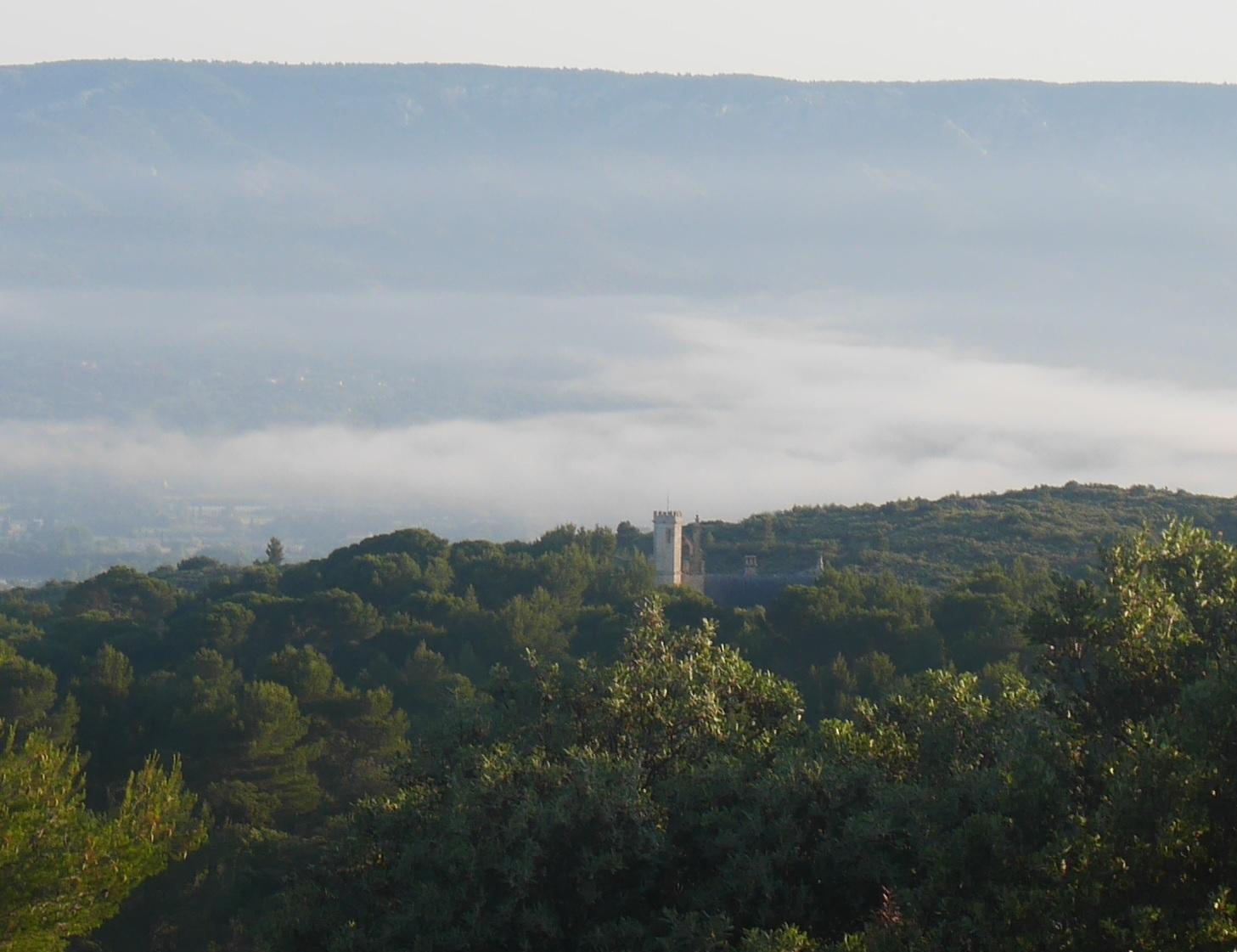 9-Vue sur le Château des Taillades au petit matin