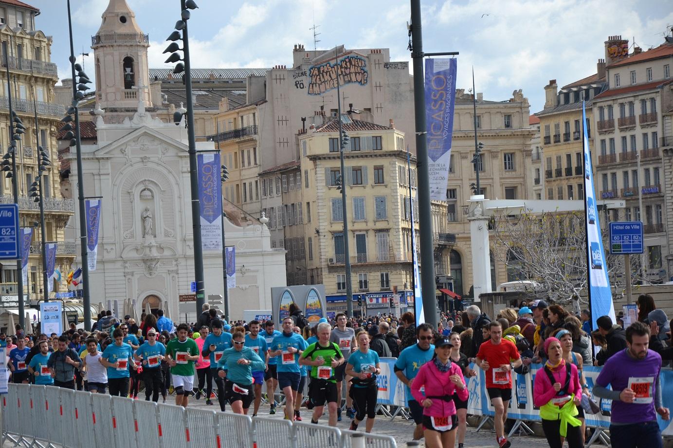 13-Et pendant qu'une grande partie des semi-marathoniens en finit, moi j'entre dans le dur..
